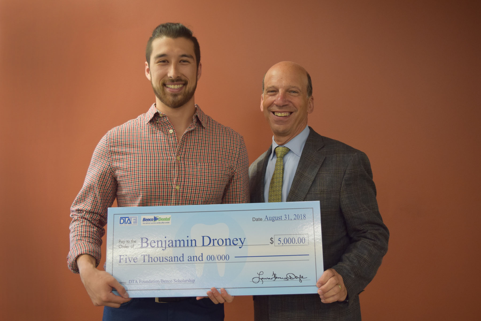 TCDM D3, Ben Droney, receives a scholarship award from DTA Foundation and Benco Dental
